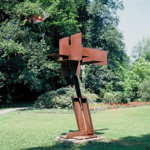 großer Koordinatenkopf inSchrägstellung 1991 H.330cm  Cor-ten-Stahl Kopie